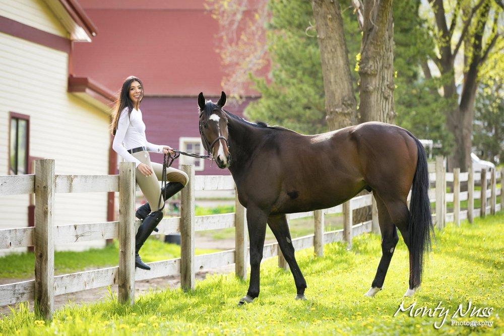 horse barn senior pictures