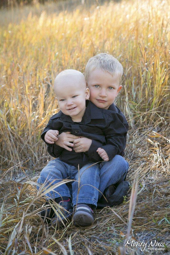 hug brothers field tall grass denim family photography